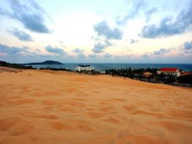 是一半沙漠一半大海的美奈!
